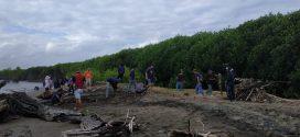 Disparbud Sinjai Kerja Bakti Bersihkan Pantai Hubat
